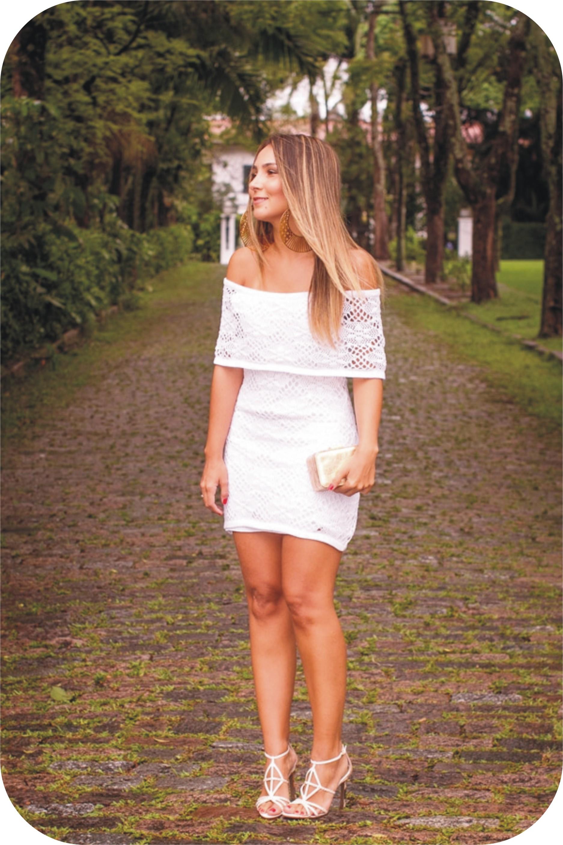 Vestido branco para festa durante o dia